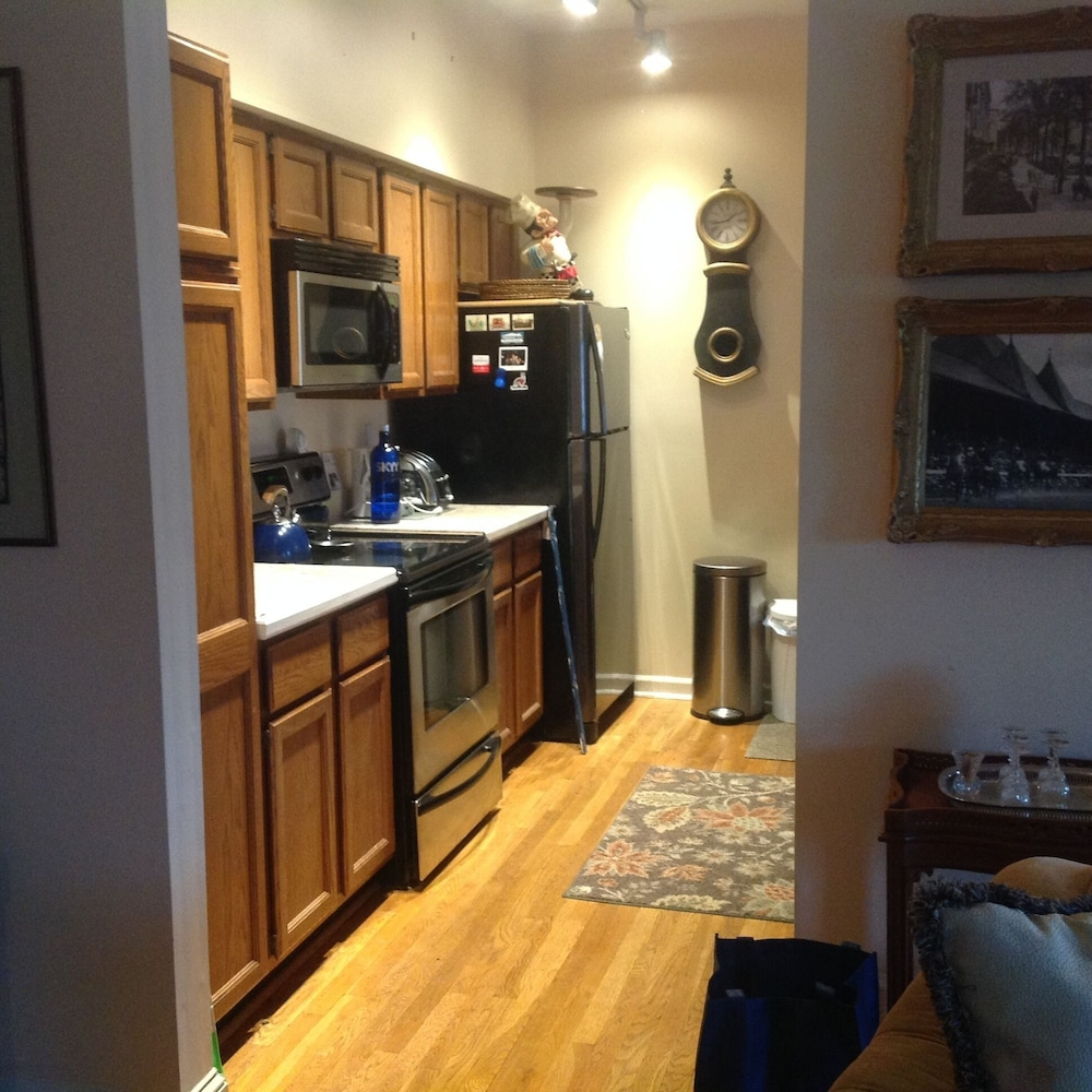Private Kitchen, Three Block From Track 10 Minutes From Broadway, Porch Facing Union Ave. In a Victorian Mansion With Only 9 Units