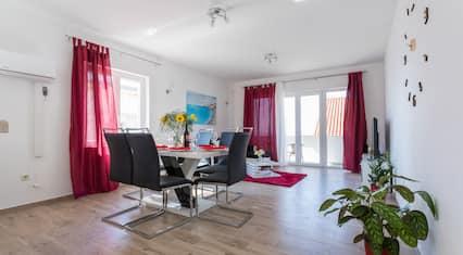 Apartment IV & LA