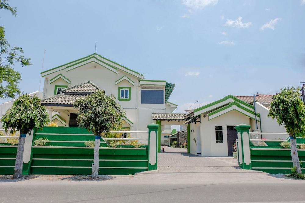 Hotel Taman Indah