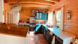 Køleskab, ovn, komfur, opvaskemaskine