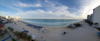 Paradise Beachfront & Nightlife Heart
