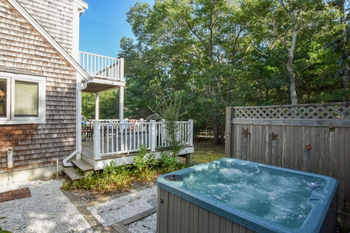 #445: Great Eastham Location! Hot Tub, Central A/c, Dog Friendly!