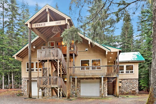 Lowest Price at Snoqualmie Pass - Luxurious Private King Studio Suite