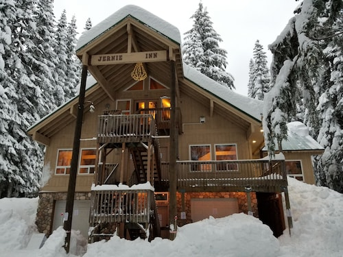 Snoqualmie Pass Apartment Starting at $76/night