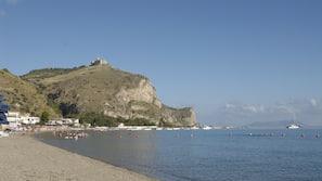 Am Strand, weißer Sandstrand, 4 Strandbars, Surfen/Boogieboarden