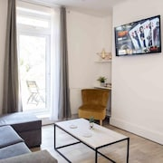 Reef Apartment - a Spacious, Ground Floor Flat in Penn Hill