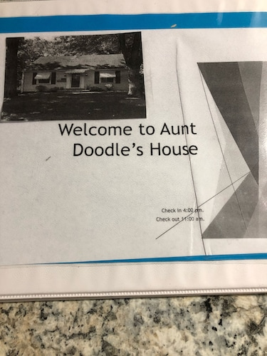 , Aunt Doodles House 8 Blocks From Historic Main Street.. Convenient Location!