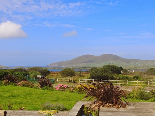 The Blue Door House - Relax and Enjoy Beautiful Views of the Wild Atlantic!