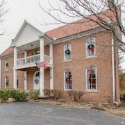 Historical 18th Century Moffitt Manor - 4400 Sq Ft, Sleeps 14