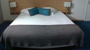 Desk, laptop workspace, free cribs/infant beds, rollaway beds