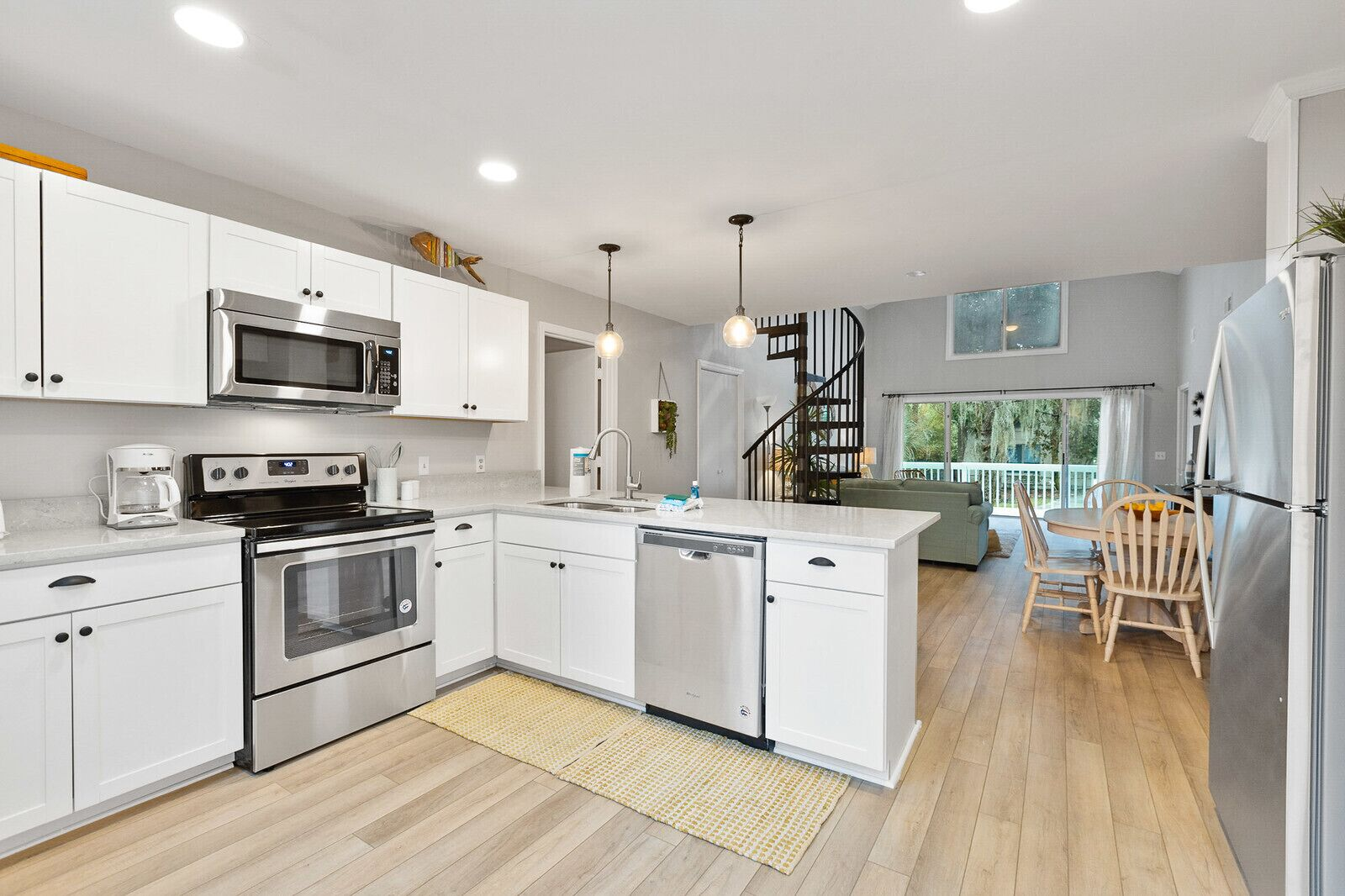 Picture of: 2nd Row Newly Remodeled 4 Bed Bath Beach House Pet Friendly With Private Pool Hilton Head Island Usa Expedia Dk