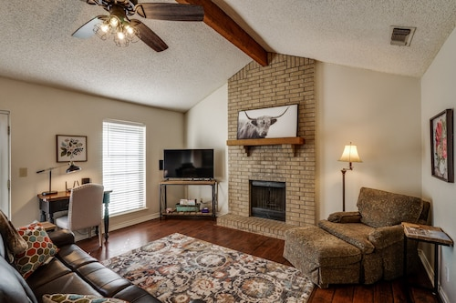 Charming House by Sheppard AFB - Minutes From MSU