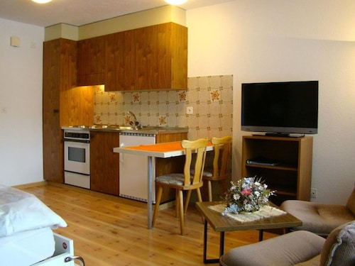 Nice Apartment for 2 Guests With Wifi, TV, Balcony and Pets Allowed
