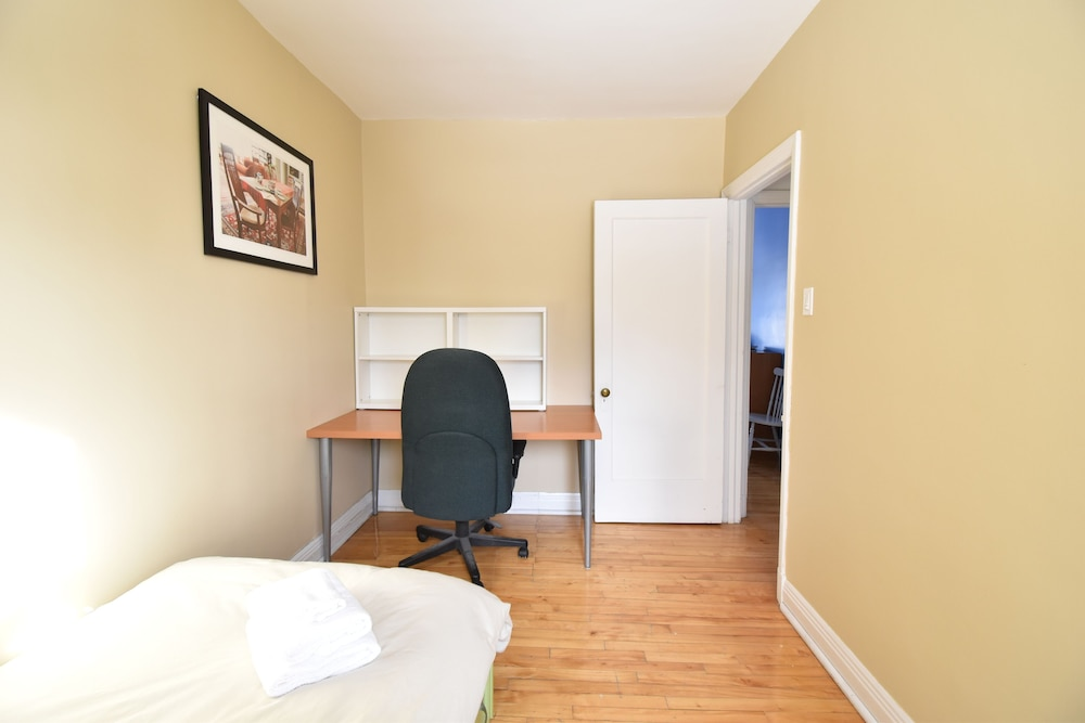 Room, Longueuil: House of Character