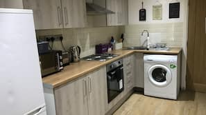 Microwave, oven, electric kettle, cookware/dishes/utensils