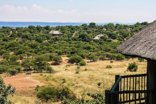 Monateng Safari Lodge