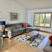 Mid Century Modern Home Located 11 min From PSU