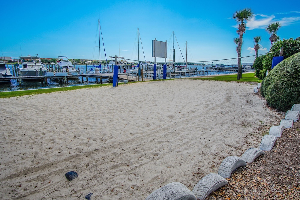 Beach, Waterfront! 1br / 2ba Monthly Rental!