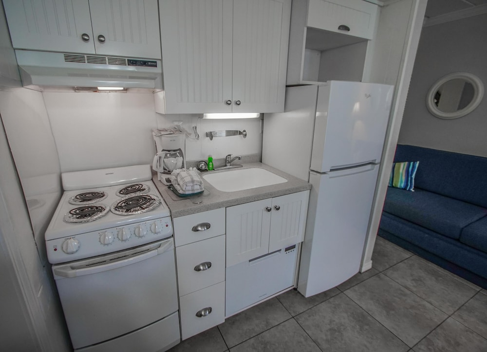 Private Kitchen, Waterfront! 1br / 2ba Monthly Rental!