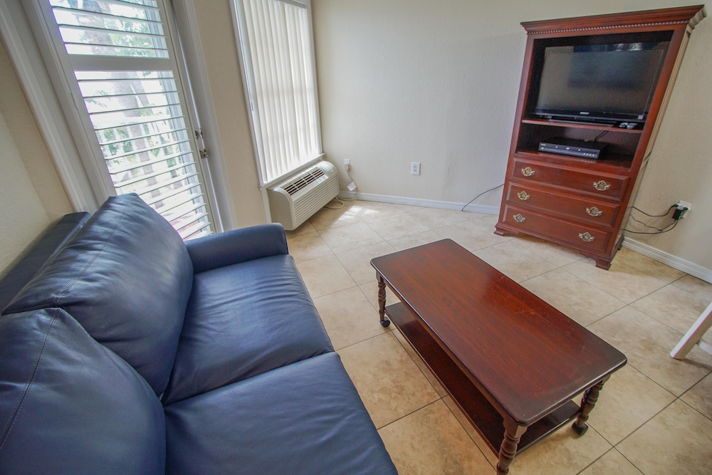 Living Room, Waterfront! 1br / 2ba Monthly Rental!