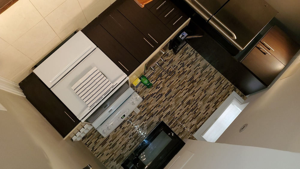 Private Kitchen, Beautiful Private ONE Bedroom Apartment ON Airport Road!!