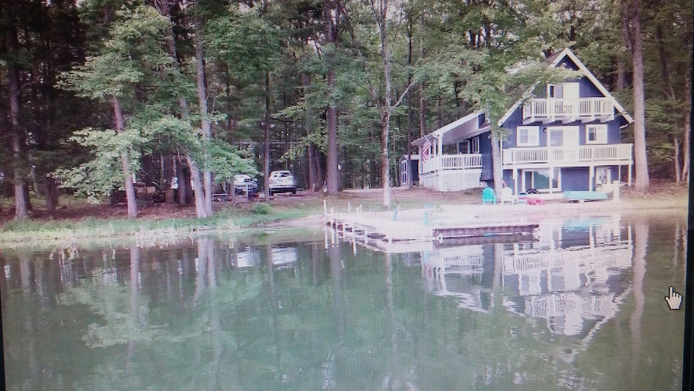 , 3 Bedroom 6 bed Home two Story With Basement, 3 Decks on Privately Owned Lake