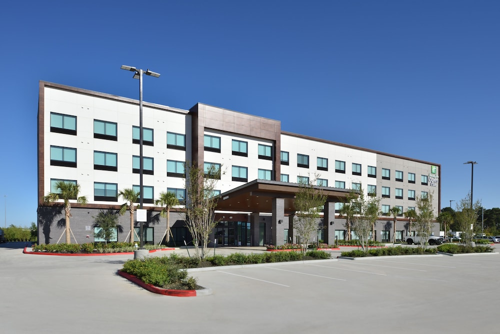 Front of Property, Holiday Inn Express & Suites Houston North - Woodlands Area