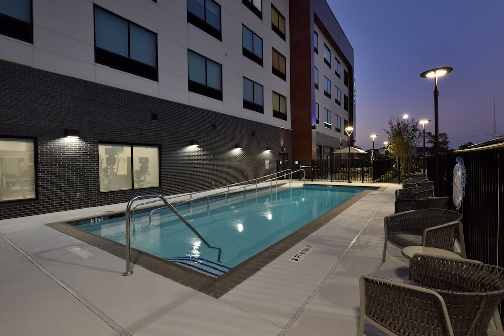 Pool, Holiday Inn Express & Suites Houston North - Woodlands Area