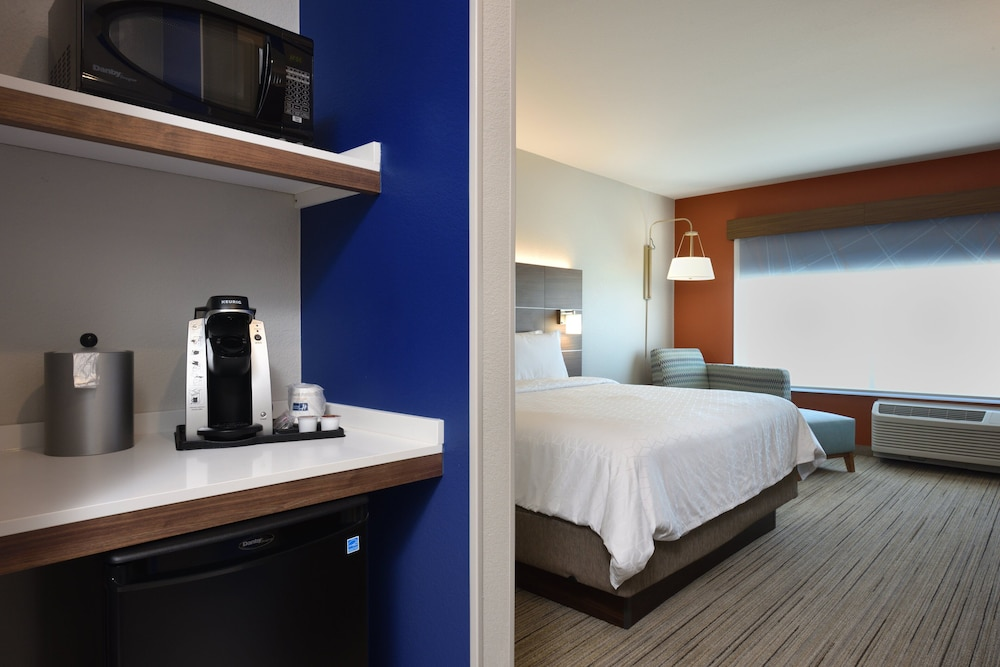 Room, Holiday Inn Express & Suites Houston North - Woodlands Area