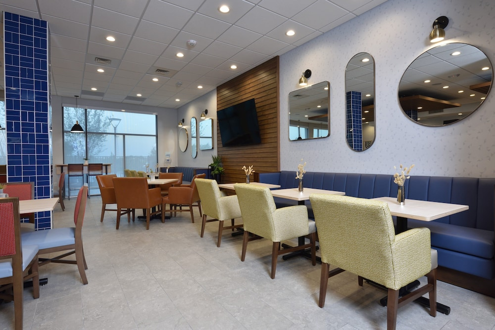 Breakfast Area, Holiday Inn Express & Suites Houston North - Woodlands Area