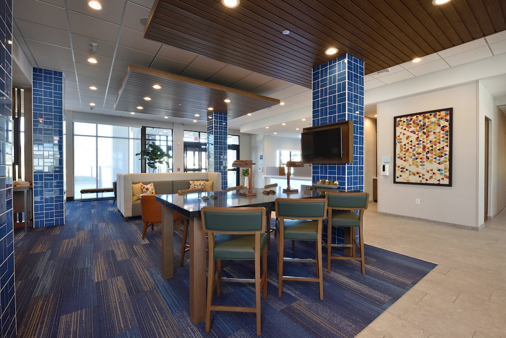Lobby, Holiday Inn Express & Suites Houston North - Woodlands Area