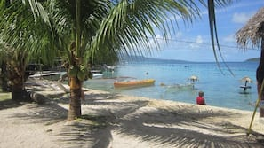 Beach nearby, white sand, beach shuttle, snorkeling