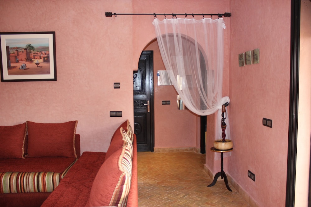 Room, Surf & Relaxation Luxury Apartment in the Middle of Argan Trees ....