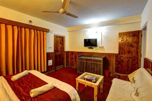 Hotel Monarch Residency Manali