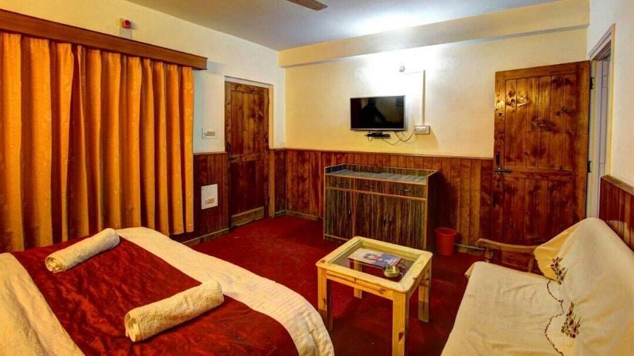 Hotel Monarch Residency Manali