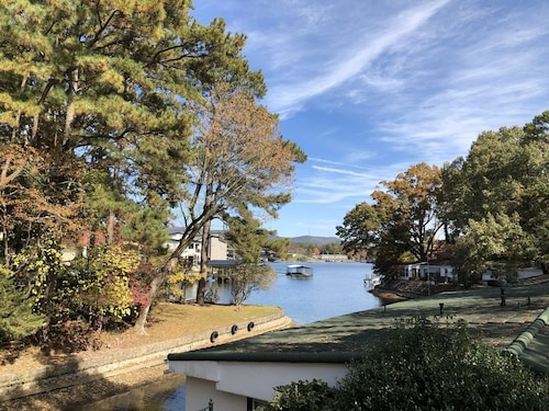 New! Cozy Cottage W/deck Overlooking Lake Hamilton