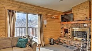 Flat-screen TV, fireplace, DVD player, books