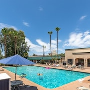 Scottsdale 2 Bedrm Condo W/private Patio, Heated Pool & Spa!