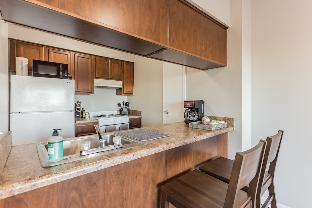 Private Kitchen, The River City Flats