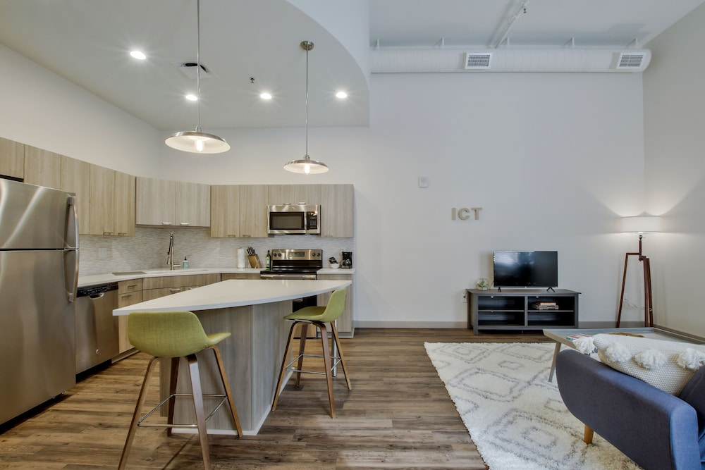In-Room Dining, The Old Town Luxury Lofts