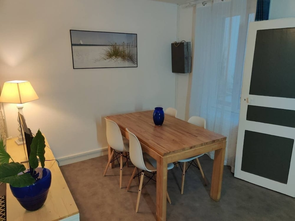 In-Room Dining, Gite Cote Vacances