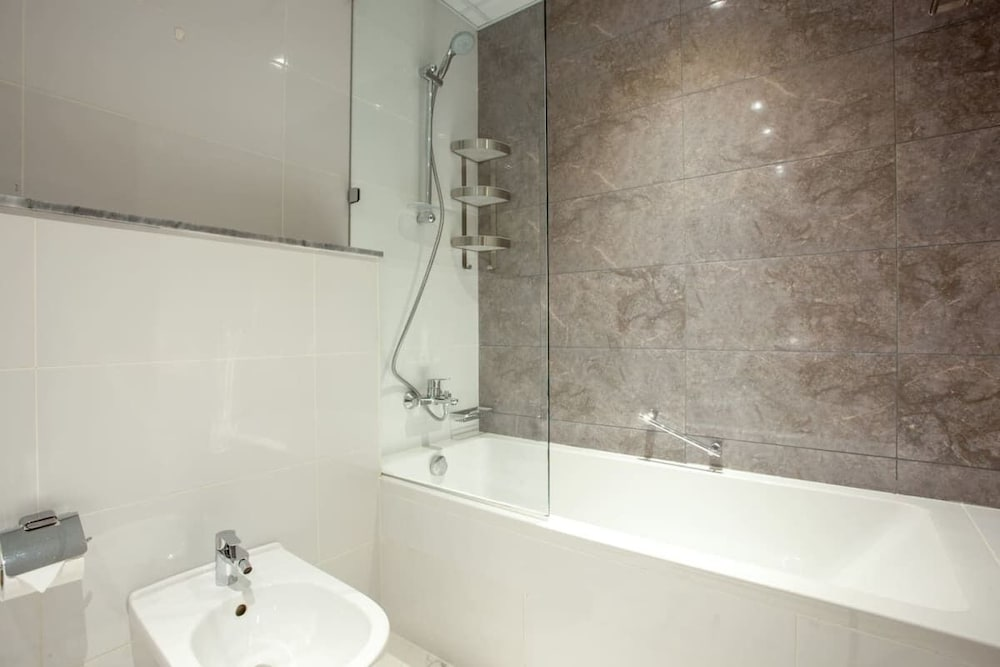 Bathroom, Exclusive Flat With Canal Views in Al Habtoor