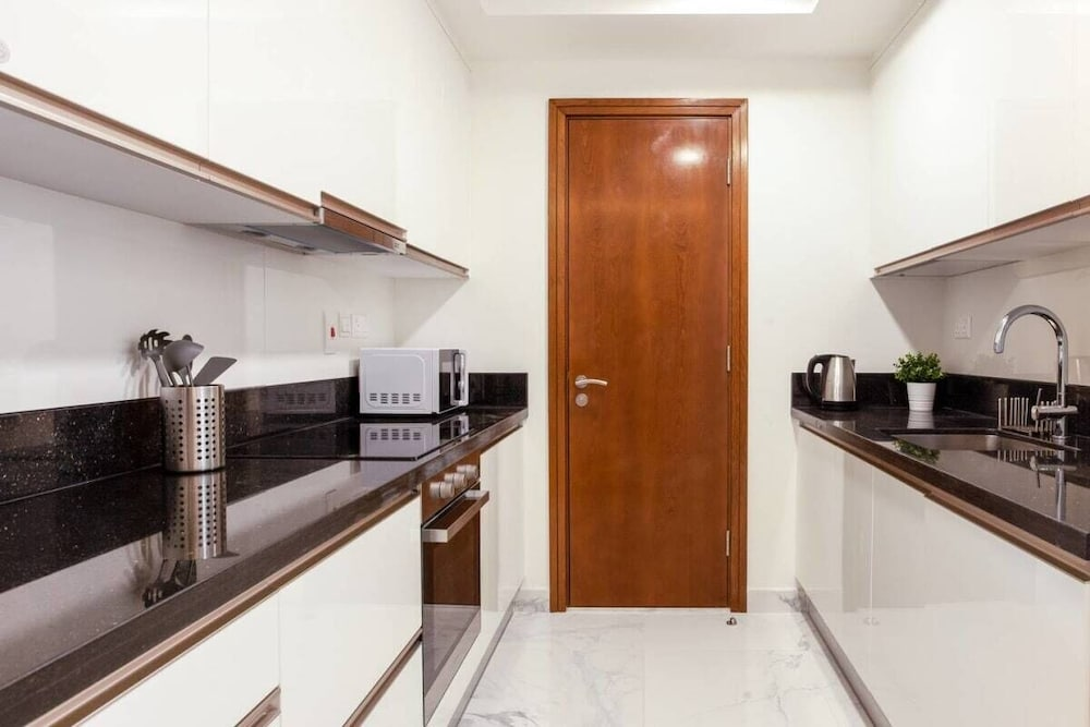Private Kitchen, Exclusive Flat With Canal Views in Al Habtoor