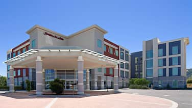Hampton Inn & Suites Gilroy, CA