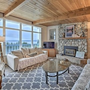 New! Puget Sound Home w/ Private Beach Access+deck