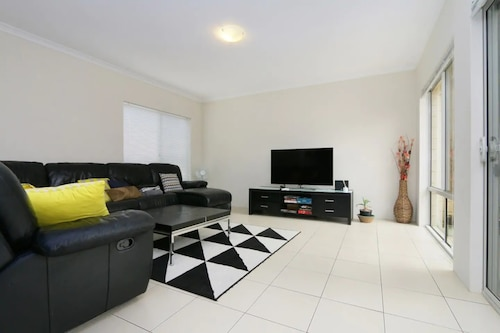 Stunning Home Near Scarborough Beach Sleeps 11