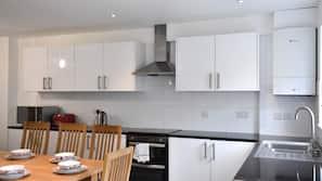 Full-sized fridge, toaster, cookware/dishes/utensils