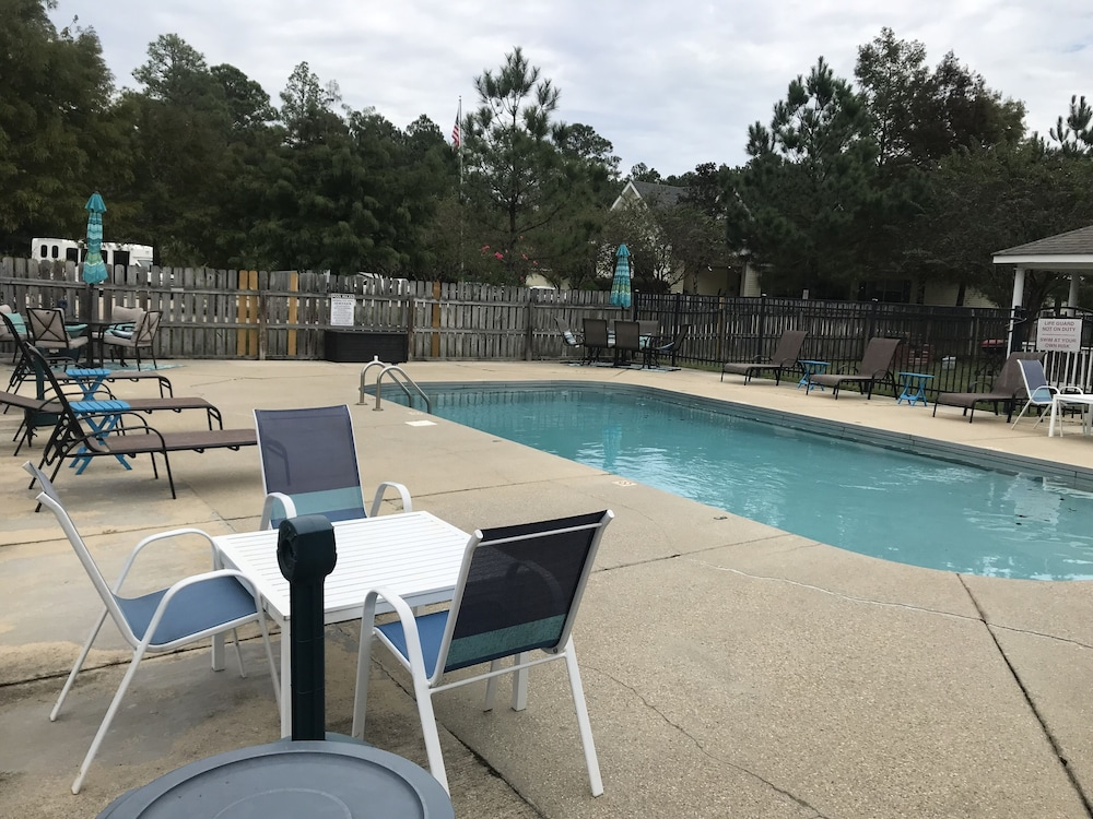 Pool, Idyllic Condo With the Convienence of the Gulf Coast!