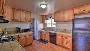 Geladeira, micro-ondas, cooktop, lava-louças