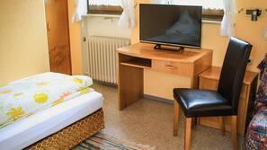 Schreibtisch, laptopgeeigneter Arbeitsplatz, kostenpflichtige Babybetten